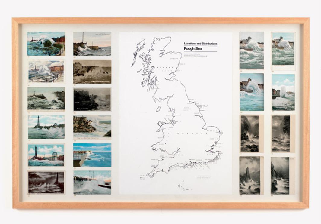 수잔 힐러(Susan Hiller), , 1972–76, 305개 엽서, 차트, 지도, 책, 서류, 부착된 14개의 패널, 각 26 x 41 4분의 1.