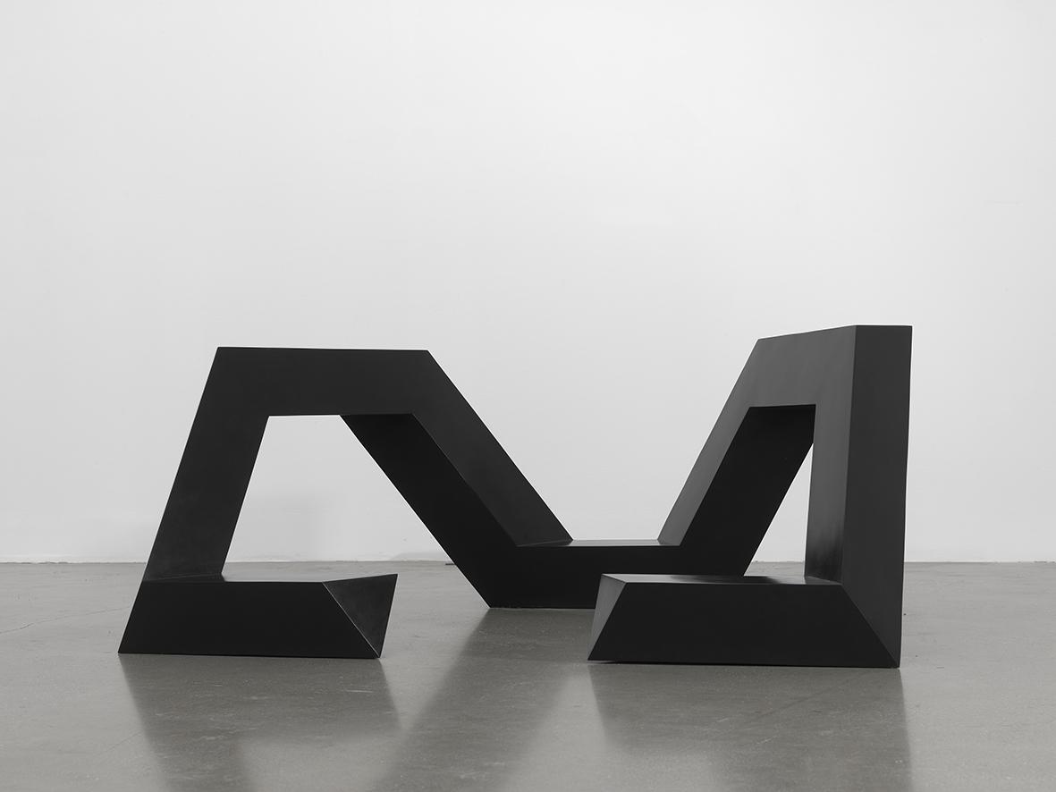 토니 스미스, , 1974, 설치 오브제, 뉴욕 티모시 테일러 갤러리(Timothy Taylor Gallery) 설치전경.